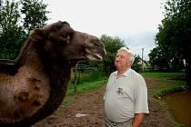 Kamila Karela měl ve své soukromé zoo v Kostelci u Heřmanova Městece různé druhy zvířat.