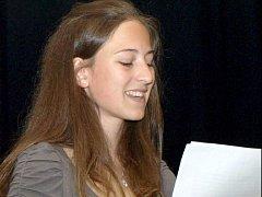 Kateřina Dospělová čte svou soutěžní práci.