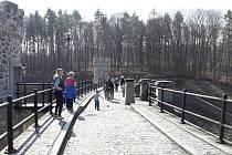 Skauti z Ronova přivítali jaro tradičním pochodem na přehradu Pařížov