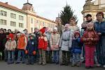 V Heřmanově Městci rozsvítili vánoční strom.