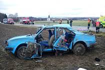 Mezi Chrudimí a obcí Sobětuchy došlo v pondělí 9.45 hodin k vážné havárii Škody 105. Šest osob bylo zraněno, na místo přiletěl vrtulník. Silnice byla zcela uzavřena.