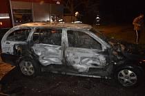 Řidič z hořící octavie unikl na poslední chvíli