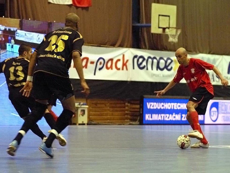 Úvodní střetnutí finálové série I. futsalové ligy skončilo překvapením - FK Era-Pack Chrudim vs. FC Balticflora Teplice 1:4