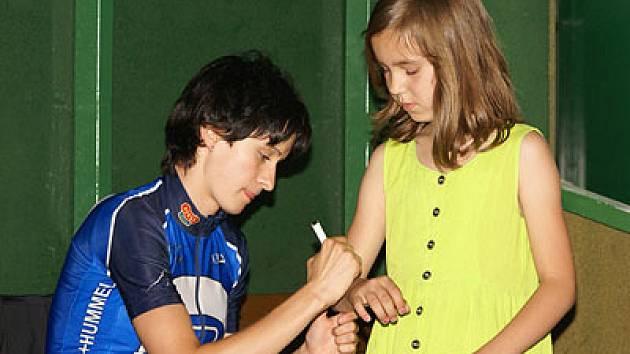 Martina je zvyklá podepisovat se i na ruce.