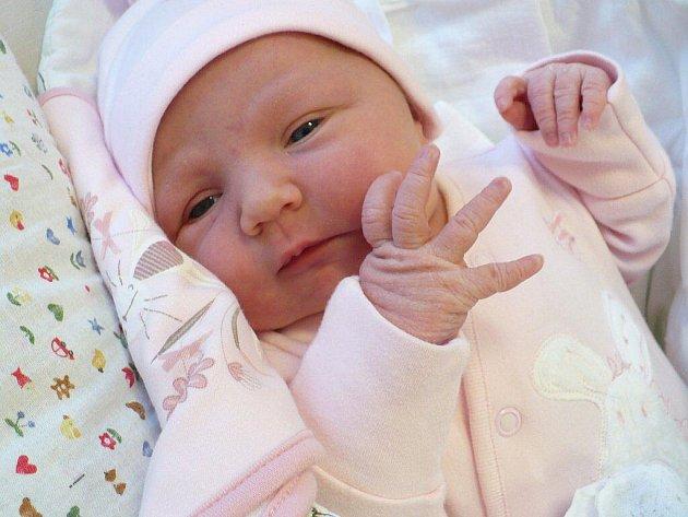 JOHANA ANNA HAVRDOVÁ se prvně nadechla 12. prosince ve 22:20, kdy vážila 3,9 kilogramu a měřila 52 centimetrů. Tatínek Tomáš Havrda svou manželkou Andreu při porodu podpořil, doma v Pardubicích se těšil 13letý Břeťa.