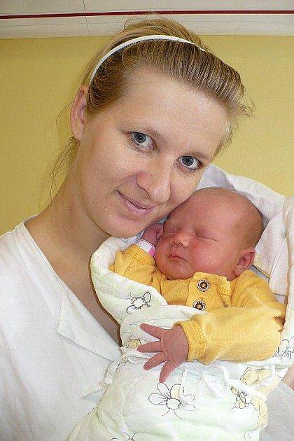 DENISA DRAHOŠOVÁ. Sestra 4letého Patrika vykoukla na svět 9. prosince ve 13:28 k velké radosti rodičů Markéty a Vladislava Drahošových z Holetína. Pod jejich dohledem jí na sále zapsali míry 3,7 kilogramu a 51 centimetrů.