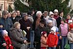 Vánoční strom v Heřmanově Městci byl slavnostně rozsvícen.