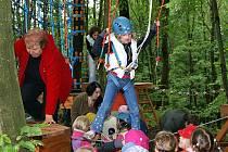 Lanový park na Podhůře si nenechali ujít ani dětští návštěvníci.