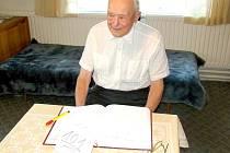 Dne 28.8. 2011 oslavil své 101. narozeniny pan Josef Tlapák z Vranova. Poblahopřát přišel oslavenci i starosta obce Ctětín Miloš Tomek.