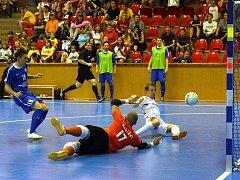 Úvodní zápas finálové série play off Chance Futsal ligy přinesl očekávanou výhru úřadujícího mistra Era-Packu Chrudim nad Tangem Brno 4:2.