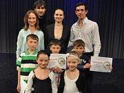Mezi malé chrudimské tanečnice a tanečníky zavítali první tanečník  baletu Národního divadla  v Praze Michal Štípa a primabalerína z téhož souboru Nikola Márová.