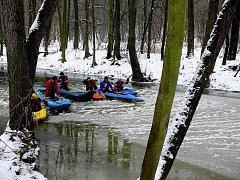 Ronovští vodáci se vydali na tradiční Silvestrovskou plavbu.