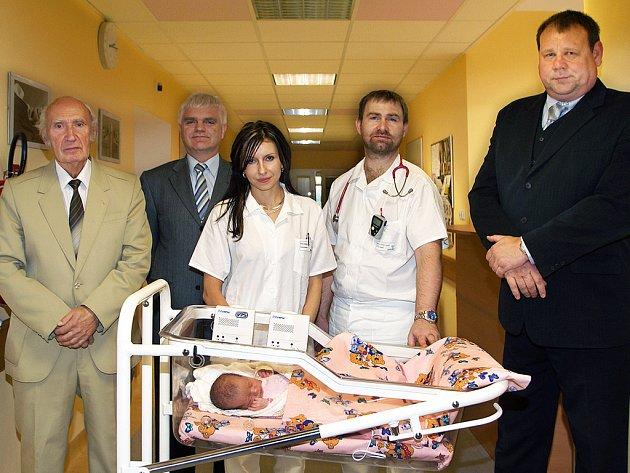 Patnácti monitorů BABYSENSE II obdrželo ve středu Dětské a novorozenecké oddělení Nemocnice Chrudim