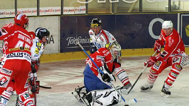 Hokejisté HC Chrudim (v bílém) prokázali v přípravě proti Pelhřimovu velmi dobrou formu.