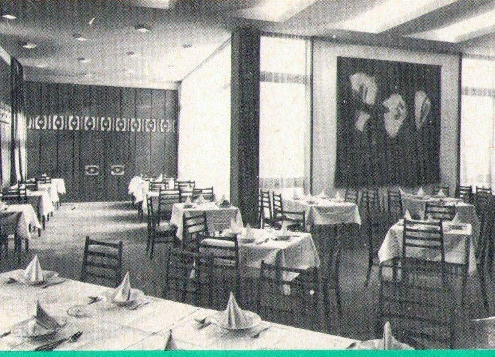 Hotel vybudovaný před půlstoletím měl výtečnou pověst, byli v něm ubytováni hosté většinou ze zahraničí, přespávali tam herci, zpěváci. Byl také součástí televizních seriálů Dobrá voda a Zkoušky z dospělosti. Lidé vzpomínají na obchody a provozovny, mezi