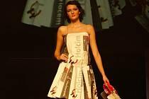 Netradiční modely šatů byly vytvořeny z nových pytlů cementárky Holcim.
