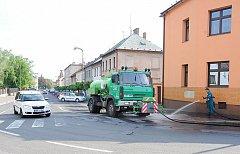 Technické služby Chrudim se starají také o čištění městských ulic a veřejných prostranství. Ilustrační foto.