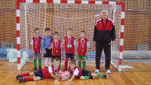 Tým červených v sestavě Bříza, Ehrenberger, Bulena, Vyšinský, Neubauer, Pešek a Pražan obsadil mezi osmi mužstvy 3. místo a chlapci získali pohár a bronzové medaile.