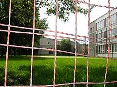 Přes prázdniny jsou školní hřiště zavřena
