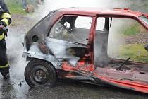 K požáru garáže do Chrudimi - Podhůry vyjížděli ve středu 20. května v odpoledních hodinách profesionální hasiči z Chrudimi a dobrovolní hasiči z Chrudimi a Slatiňan.