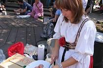 Hlineckým ženám, hlavně starostce Magdě Křivanové s copánky, to v kroji v Půchově moc slušelo. A místostarosta města Pavel Šotola je šohaj jako malovaný!