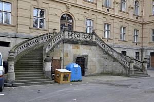 Schodiště v zadním traktu Muzea.