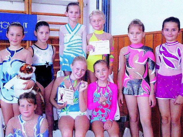 Závodnice získaly z oddílu moderní gymnastiky TJ Sokol Chrudim čtyři bronzové medaile.