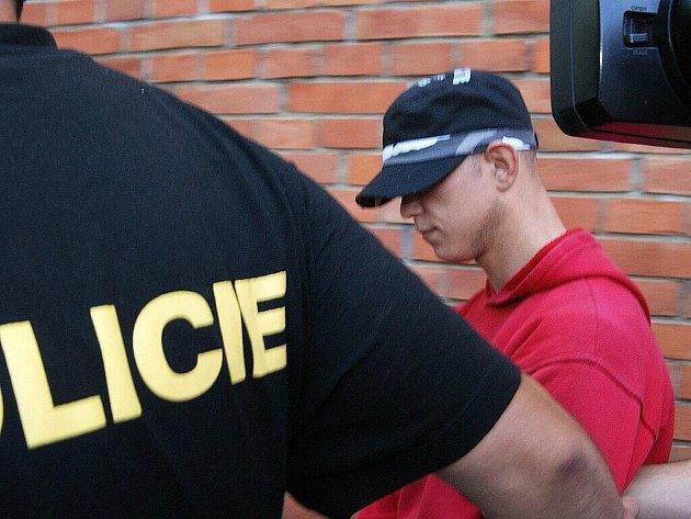 Policisté dopadli pachatele brutální loupeže z medlešické pošty.