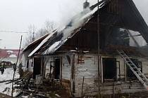 Požár roubenky v Loučkách