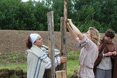 Stavba milíře v Keltském archeoskanzenu Nasavrky