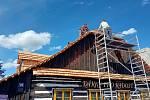 Střechy na Betlémě mají novou krytinu ze šindele