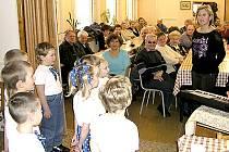 Svaz tělesně postižených Hlinsko uspořádal pro své členy předvánoční setkání v mateřské škole v Lidického ulici.