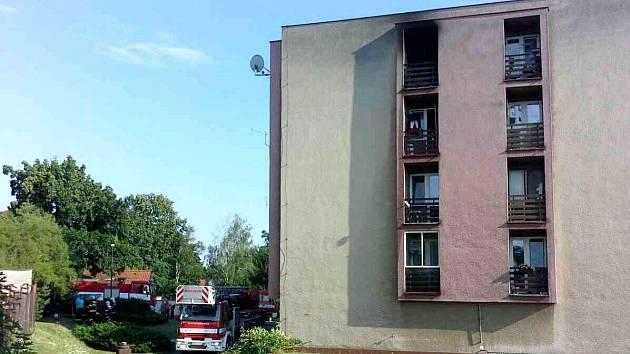 Kvůli požáru bylo evakuováno jedenáct osob