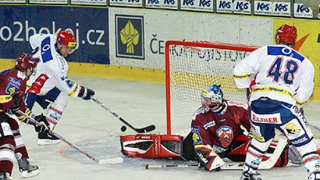 Repríza posledního finále extraligy mezi Pardubicemi a Spartou při Tipsport Hockey Cupu na chrudimském zimním stadionu.