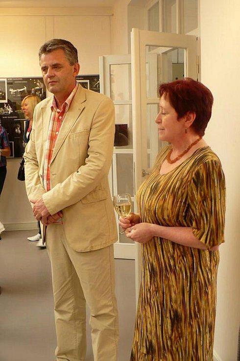 Ve výstavní síni Chrudim v Divadle Karla Pippicha  je k vidění výstava 60 Loutkářských Chrudimí,