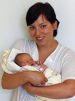Eliška Škorpíková z Hlinska se po narození pochlubila váhou 3 kg.