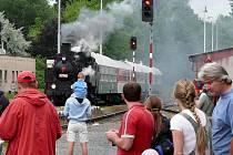 Parní lokomotivou se mohou lidé svézt  už v sobotu, která je hlavním dnem oslavy.
