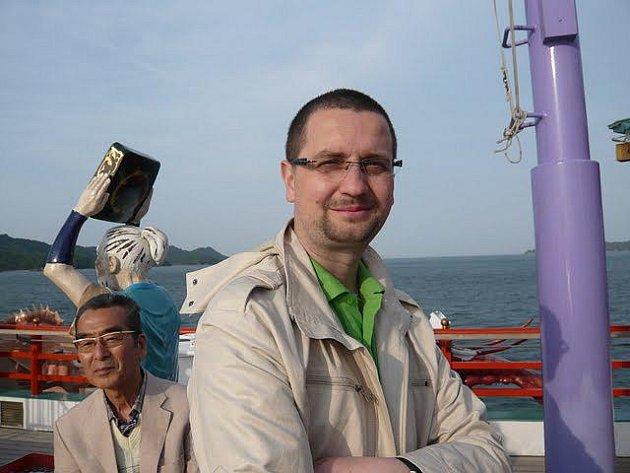 Marek Hovorka z Chrudimi, bývalý šéfredaktor Deníku, nyní žije v Japonsku.