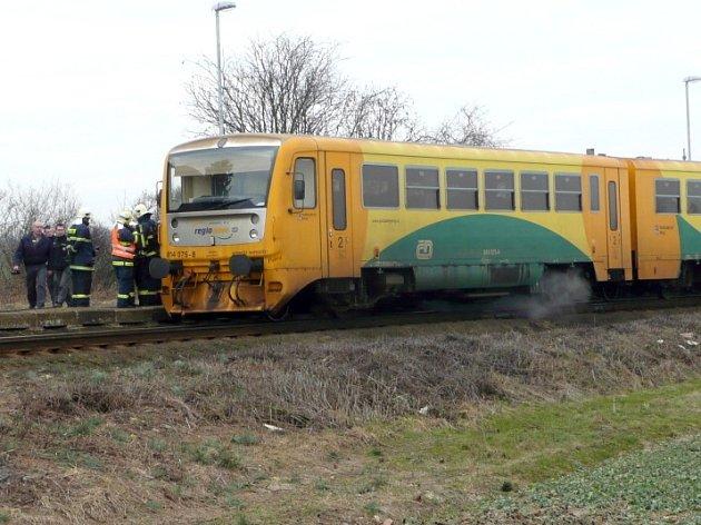 Vlak zůstal stát na zastávce v Zaječicích kvůli podezření z požáru. Naštěstí šlo jen o poškozené těsnění.