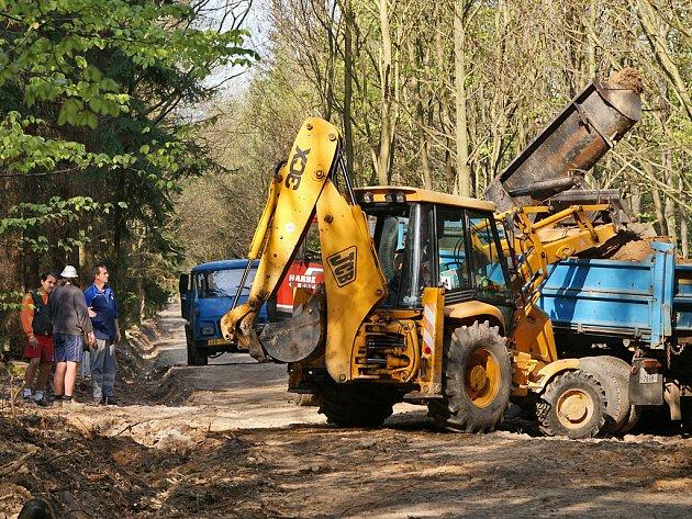 Práce na rekonstrukci cest i na dalších projektech v chrudimských rekreačních lesích Podhůra zdárně pokračují