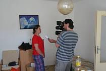 Rodina Binkových se díky pomoci dárců a dobrovolníků rychle zabydluje ve svém dočasném příbytku v Ochozi.