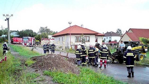 Při stavebních pracích byla v Prachovicích poškozena plynová přípojka.