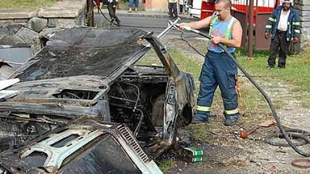 Požár na skládce v Prachovicích.