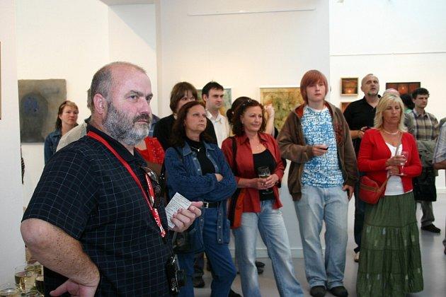 Ve výstavní síni Divadla Karla Pippicha začala ve čtvrtek 28. května výstava Unie výtvarných umělců pardubického regionu.