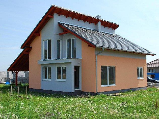 Modelová stavba rodinného domku v Průhonech.
