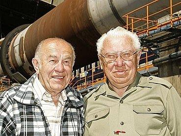 Bohumil Šejbl (vpravo) pracoval v prachovické cementárně 30 let.