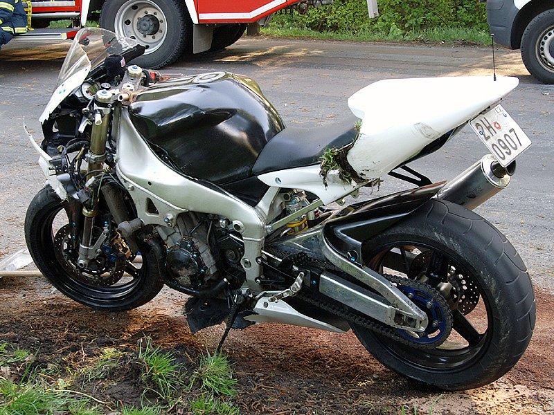 Motorka, se kterou se řidič Suzuki srazil.