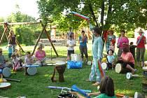 Školní zahrada mateřské školy v Řestokách hostila Kloboukový dětský den.