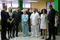 Personál nemocnice i představitelé města Chrudim uctili památku prezidenta Václava Havla v chrudimské nemocnici.