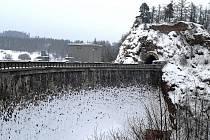 Hráz Sečské přehrady.